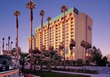 disneys-paradise-pier-hotel-e1468424605357.jpg