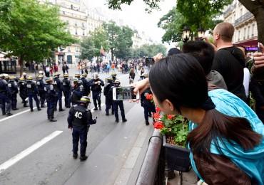 paris-tourism-riots.jpg