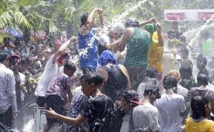 burma-water-festival-300x185.jpg