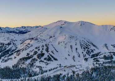 Aspen Skiing Co. and KSL Capital partners agreed in April 2017 to acquire Mammoth Resorts, including its namesake California ski resort (above), from Starwood Capital Group.