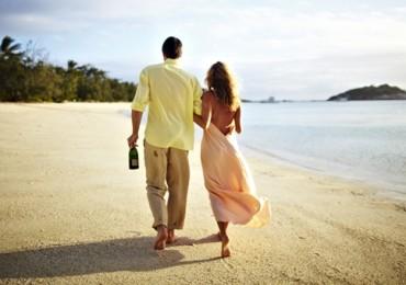 lizard-island-couple-on-beach.jpg