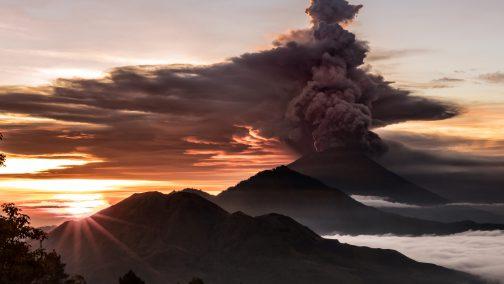 2017-11-26t061035z_1363954467_rc120727c930_rtrmadp_3_indonesia-volcano-504x284.jpg