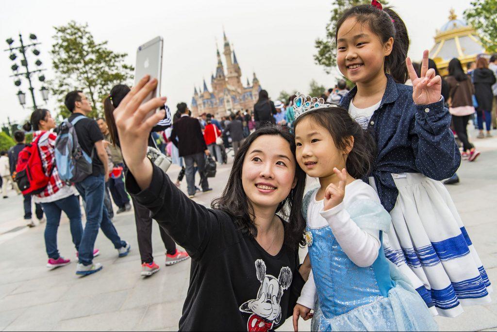 shanghai-disneyland-guests-e1525354719892.jpg