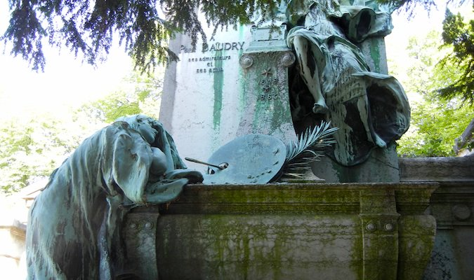 mourning statues at pere lachaise cemetery