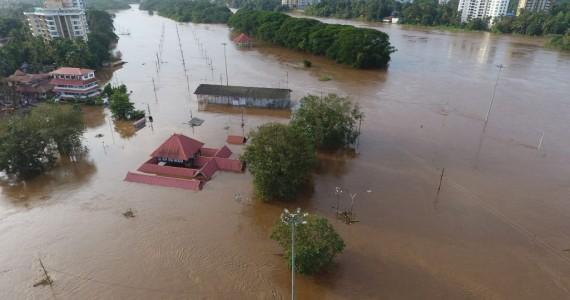 india-floods-final-bloomberg-e1534509611385.jpg