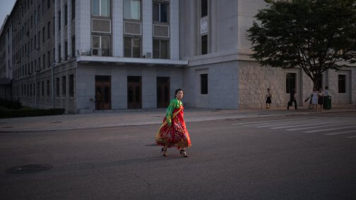 north-korean-woman-handbok-pyongyang-square-504x284.jpg